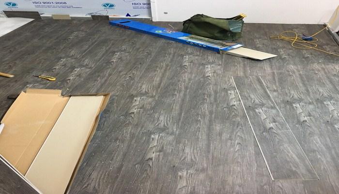 sàn nhựa cũ giá rẻ, thanh lý ván sàn nhựa giả gỗ, làm sàn nhựa tại hà nội,