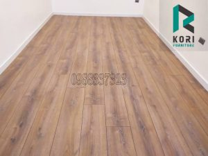 ván sàn nhựa giả gỗ tự dán